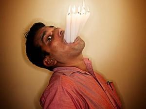 Phi thường - kỳ quặc - Thầy giáo Ấn Độ giữ 3 kỷ lục thế giới nhờ... miệng