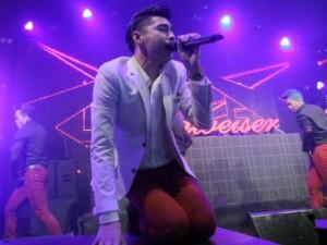 Ca nhạc - MTV - Noo Phước Thịnh mướt mồ hôi, quỳ gối hát trên sân khấu