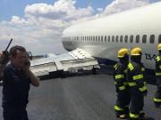 Thế giới - Máy bay chở 94 người hạ cánh bằng bụng ở Nam Phi
