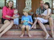 Bạn trẻ - Cuộc sống - Xót xa bố mẹ buộc chấm dứt quá trình lớn lên của con gái