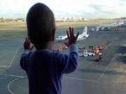 Thế giới - Bé 10 tháng tuổi thành biểu tượng thảm kịch máy bay Nga