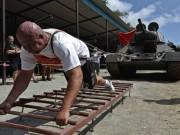 Thể thao - Siêu khỏe: Lực sĩ kéo xe tăng nặng 37 tấn