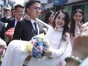 Phim - Văn Anh bế bổng Tú Vi ra xe hoa