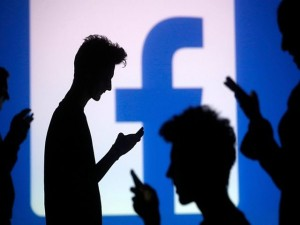Công nghệ thông tin - Facebook và những trò lố đố ai tránh khỏi