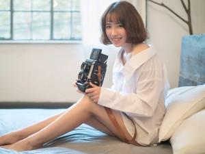 Thời trang Hi-tech - Hotgirl siêu gợi cảm bên máy ảnh cổ