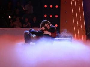 Ca nhạc - MTV - 'Hot girl trăm ký' hôn trai đẹp trước mặt Hoài Linh