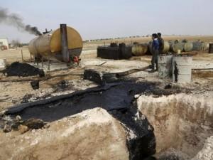 """Thế giới - Ảnh: Đột nhập nơi khủng bố IS lọc dầu kiếm """"tiền tấn"""""""