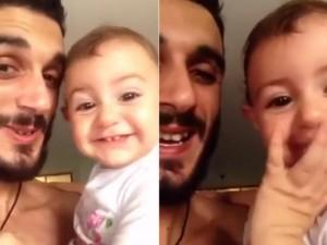 Bạn trẻ - Cuộc sống - Clip: Bố và con gái hát mừng sinh nhật mẹ cực yêu