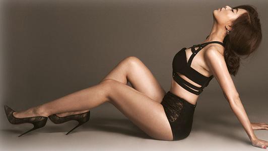 Hoàng Thùy Linh bốc lửa đốt cháy đêm CK Next Top Model