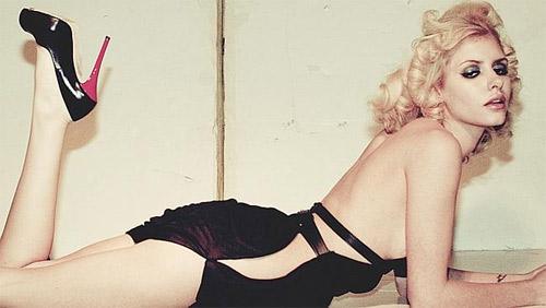 Người mẫu Úc khiến fan hoang mang vì đường cong kỳ dị - 8
