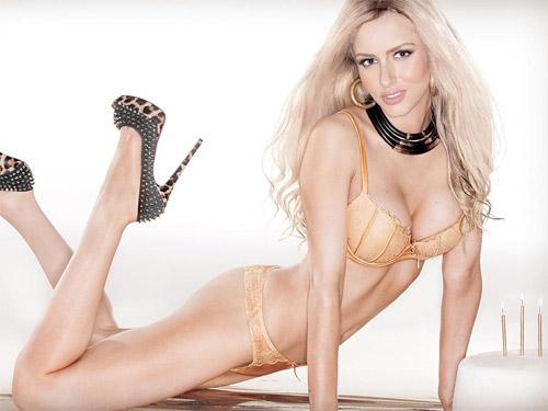 Người mẫu Úc khiến fan hoang mang vì đường cong kỳ dị - 9