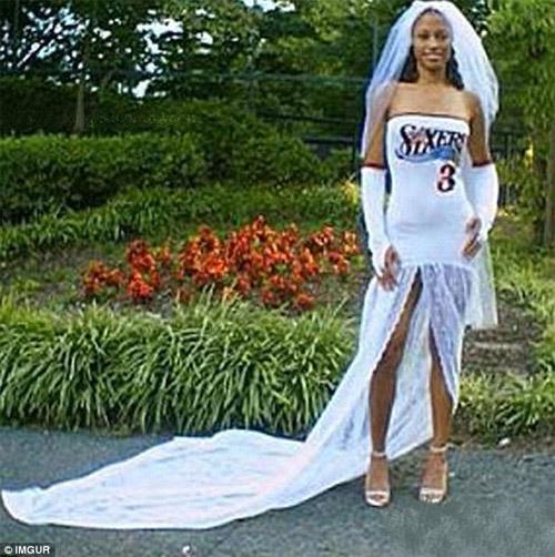 Kinh ngạc với những bộ váy cưới thiếu vải, kỳ dị - 4