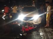 Tai nạn giao thông - Hà Nội: Ô tô húc hàng loạt xe máy, 4 người bị thương