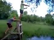 Video Clip Cười - Clip hài: Tarzan đời thực là đây
