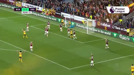 Tranh cãi: Bóng chạm tay cầu thủ Arsenal khi ghi bàn