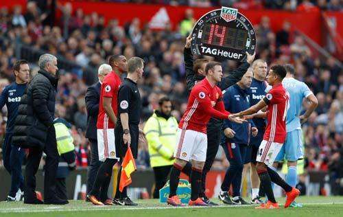 """MU: """"Vua kiến tạo"""" Rooney không gặp may, mà là đẳng cấp"""
