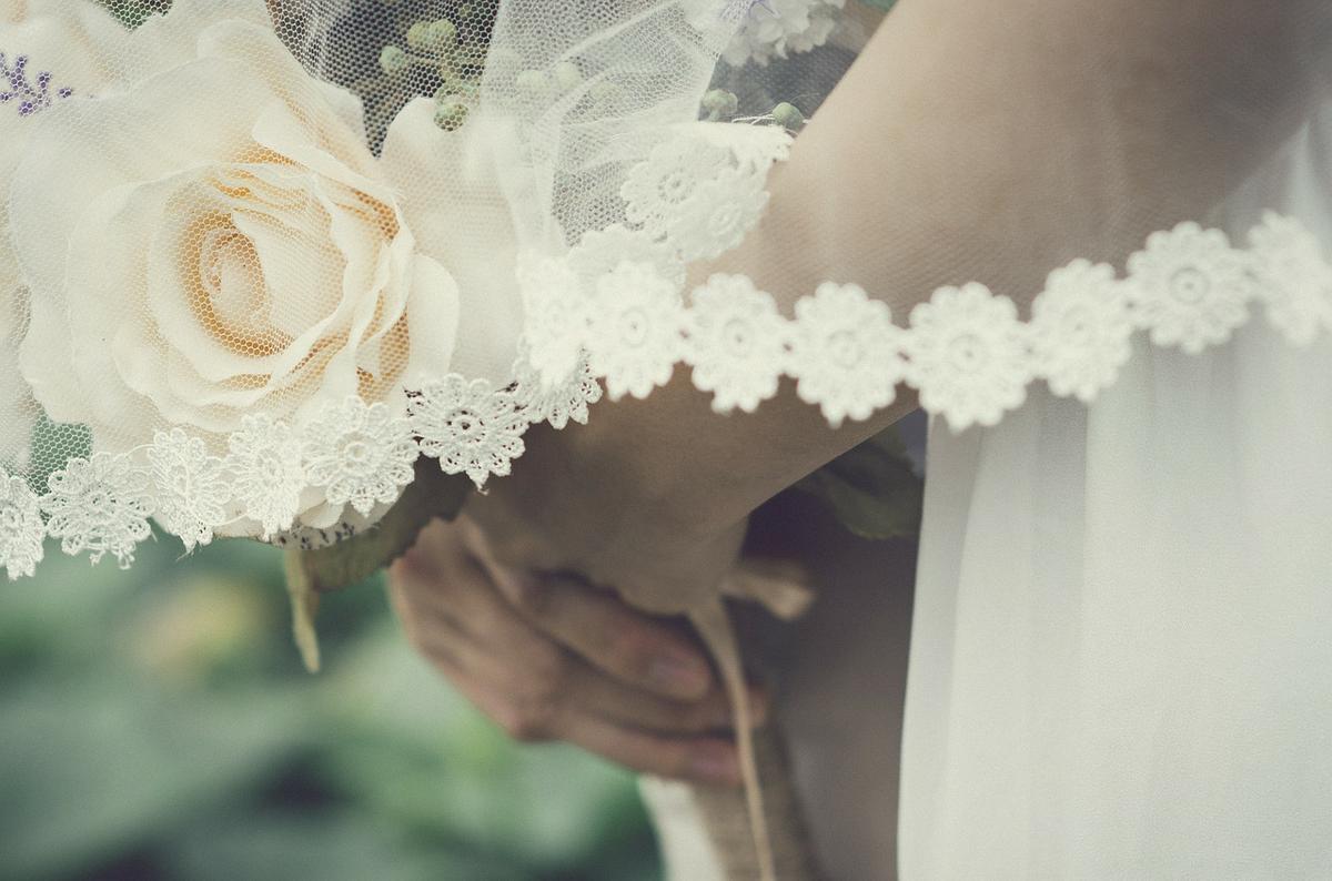 Ngày xưa váy cô dâu không trắng như bây giờ - 2