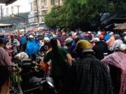 Tin tức trong ngày - Sài Gòn mưa mù trời, giao thông hỗn loạn