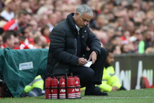 MU: Mourinho đã xoay đủ kiểu, vấn đề nằm ở Ibra