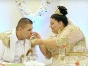 Bạn trẻ - Cuộc sống - Choáng với chiếc váy phủ đầy vàng của cô dâu béo