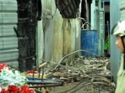 Tin tức trong ngày - Tan hoang hiện trường vụ cháy tiệm cưới hỏi, 3 người tử vong
