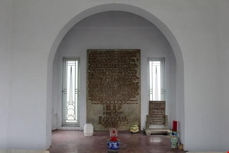 Độc đáo hai mộ cổ xây bằng đá cẩm thạch nhập từ Pháp - 12