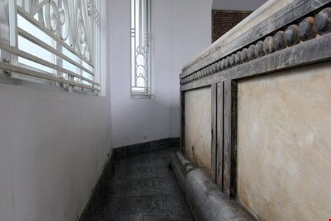 Độc đáo hai mộ cổ xây bằng đá cẩm thạch nhập từ Pháp - 15