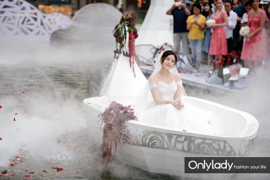 Những mẫu váy cưới đẹp như mơ của sao Hoa ngữ - 6