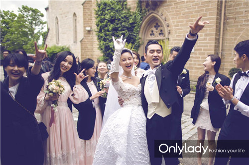 Những mẫu váy cưới đẹp như mơ của sao Hoa ngữ - 13