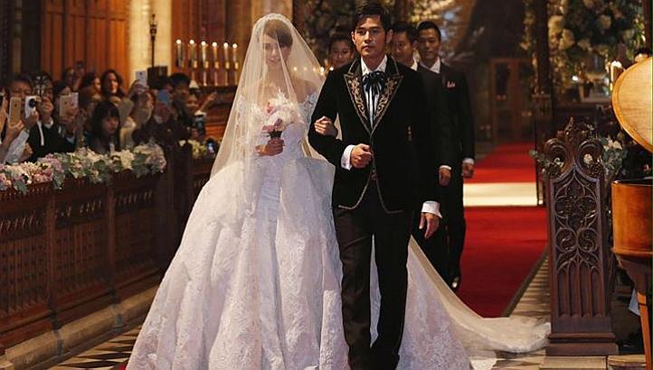 Những mẫu váy cưới đẹp như mơ của sao Hoa ngữ - 21