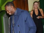 """Thể thao - Sau cầu hôn, Usain Bolt lại """"bay đêm"""" bên gái lạ"""