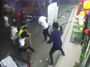 An ninh Xã hội - Cho rằng bị nhìn đểu, đâm chết người tại quán karaoke