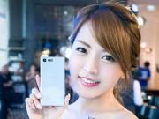 Thời trang Hi-tech - Ngắm vẻ đẹp trong veo của hotgirl bên smartphone
