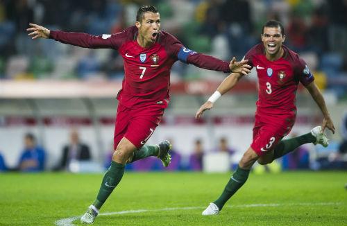 Ronaldo lập kỷ lục 4 bàn. Chính thức cán mốc 65 bàn, vượt mặt Rô Béo về thành tích ĐTQG.