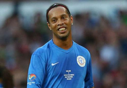 "Ronaldinho ""trên tài"" Zidane, Pele, Maradona"