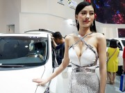 """Ảnh người đẹp và xe - """"Bỏng mắt"""" với dàn mỹ nhân tại Triển lãm ô tô Việt Nam 2016 (P1)"""