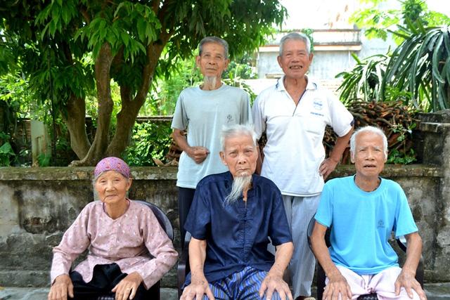 Cuộc sống thú vị của 5 anh em ruột đều gần trăm tuổi ở Hải Dương