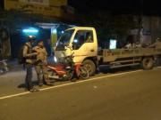 Tin tức trong ngày - Chạy ngược chiều, xe máy đấu đầu xe tải