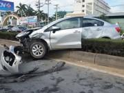 Tin tức trong ngày - Gia đình 3 người gào khóc trong chiếc ô tô biến dạng