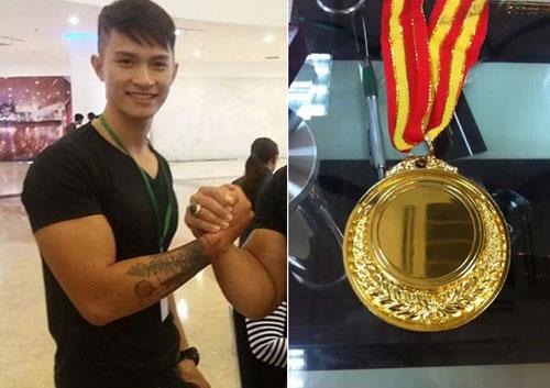Nóng: 1 mình đi thi, chàng trai Việt vô địch vật tay thế giới
