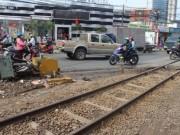 Tin tức trong ngày - Bỏ xe máy, lao vào tàu lửa bị cán tử vong