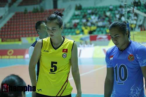 Gặp đối thủ cơ bắp, bóng chuyền nữ Việt Nam thắng thuyết phục