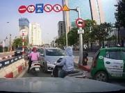 Tin tức trong ngày - HN: Phạt 2 tài xế đi ngược chiều lao vun vút trên cầu vượt