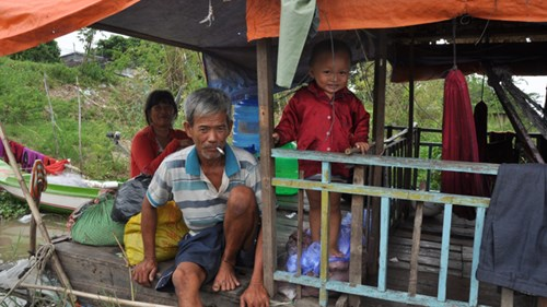 Đồng bằng Sông Cửu Long: Dân rốn lũ đỏ mắt tìm cá - 2