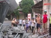 Video An ninh - Clip: Container mất lái, tông xuyên 4 nhà dân