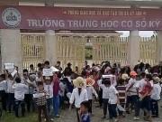Giáo dục - du học - Hơn 150 học sinh bị ngăn đến trường học
