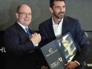 """Bóng đá - Qua mặt Messi & Ronaldo, Buffon ẵm giải """"Bàn chân vàng"""""""