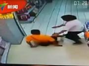 Thế giới - TQ: Đang chơi đùa, bố ngã ngửa đè chết con trai