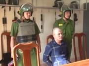 """An ninh Xã hội - Vây bắt kẻ nổ súng """"đại náo"""" nhà vợ cũ"""