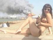 Tranh vui - Những con người BUỒN CƯỜI trên bãi biển